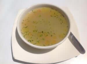 バーベキューで美味しいコンソメスープ